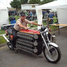 The 7 Most Insane Street Legal Vehicles Ever (Part Kawasaki is the creation of custom motorcycle builder Simon Whitlock. Six engines stacked on top of each other. A regular electric starter is inadequate -- it takes a smaller, separate gas- Moto Chopper, Chopper Motorcycle, Motorcycle Engine, Motorcycle Style, Funny Motorcycle, Motorcycle Design, Custom Choppers, Custom Bikes, Custom Cars
