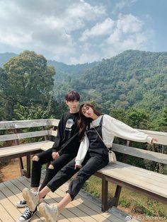 Ulzzang Korean Girl, Ulzzang Couple, Korean Couple Photoshoot, Korean Best Friends, Boy Photography Poses, Relationship Goals Pictures, Photo Couple, Couple Aesthetic, Couple Outfits