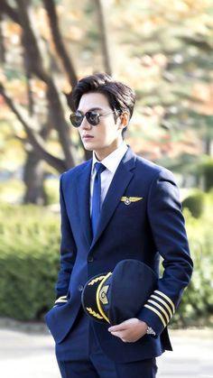 Legend of the blue sea-- Lee Min Ho Looks handsome in this dress Boys Over Flowers, Jung So Min, City Hunter, Asian Actors, Korean Actors, Korean Idols, Korean Dramas, Heo Joon Jae, Jun Matsumoto