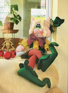 Manualidades Luna Clara: duendes Christmas Elf, Christmas Crafts, Wool Felt, Diy And Crafts, Dinosaur Stuffed Animal, Craftsman, Teddy Bear, Dolls, Disney Characters