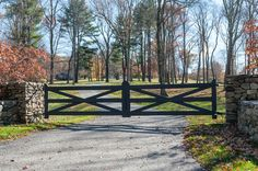 Lots of farmhouse style driveway gates are white, but this is an example of how great a color can look on this classic ranch-style gate. Farm Gate, Farm Fence, Fence Gate, Fences, Farm Entrance, Driveway Entrance, Tor Design, Fence Design, Driveway Design