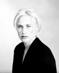 Patricia Arquette, she is just beautiful 💗 Patricia Arquette, Medium Tv Series, Allison Dubois, Marrying Young, Famous Celebrities, Celebs, Cinema Film, Good Looking Women, Celebrity Portraits