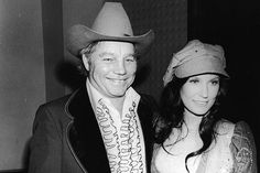 Loretta Lynn Remembers Husband Doo on 73rd Anniversary Country Music Stars, Country Music Singers, Oliver Lynn, Classic Singers, He Broke My Heart, Music Documentaries, Country Couples, Country Girls, The Last Song