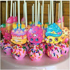 Shopkins cakepops – instead of shopkins we can use pokemon pics - Shopkins Party Ideas Bolo Shopkins, Fete Shopkins, Shopkins Bday, Shopkins Cookies, 6th Birthday Parties, Birthday Fun, Birthday Ideas, Pastel Shopkins, Bday Girl