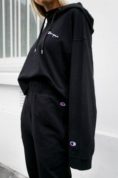 Weekday X Champion. Cute Lazy Outfits, Chill Outfits, Teenage Outfits, Teen Fashion Outfits, Sporty Outfits, Stylish Outfits, Sweatpants Outfit, Sweatshirt Outfit, Streetwear