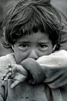 Poor little baby - Health Syrian Children, Poor Children, Precious Children, Save The Children, Beautiful Children, Emotional Photography, Dark Photography, Black And White Photography, Children Photography