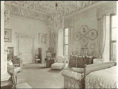 Queen Mary's bedroom at Buckingham Palace                                                                                                                                                                                 More