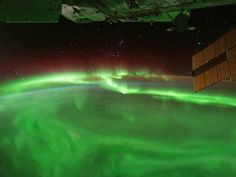 Space/Earth Science: Northern/Sourther Lights. Great lesson on cause of Aurora Borealis/Australis.