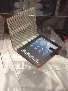 """Le fameux rangement pour iPad de l'Éclat de verre ;-) sur le blog de #sakartonn.fr   #cartonnage #eclatdeverre #iPad retrouvez le fiche technique """"PORTE TABLETTE"""" dans l'une des 31 boutiques L'Eclat de Verre ou sur http://shop.eclatdeverre.com/PORTE-TABLETTE-P4830"""