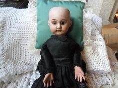 Muñecas Porcelana: ANTIGUA MUÑECA SIGLO XIX CABEZA PORCELANA OJOS DE CRISTAL CUERPO CARTON PIEDRA CON