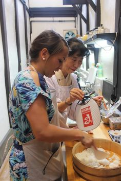 Rachel Khoo cooling rice at Japanese home cooking lesson