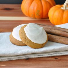 Pumpkin Spiced Cookies with Browned Butter Frosting «