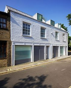 Robert_Dye_extend_London_mews_house_dezeen_468_2