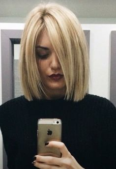 chic short hair styles are easy to do. Find out the best chic short hair styles you can try this winter that are going to be a hair trend of Medium Hair Cuts, Short Hair Cuts, Medium Hair Styles, Short Hair Styles, Pixie Cuts, Should Length Hair Styles, Medium Length Hair Straight, Fall Hair Cuts, Bob Cuts