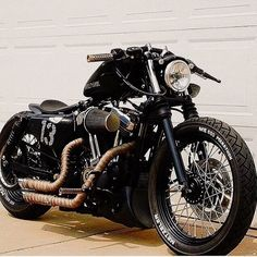 This is the first time I see a bike harley Vintage modified Custom bobber with a perfect appearance, see the Harley modifications into Bobber Harley Davidson Sportster, Harley Davidson Custom Bike, Sportster Iron, Harley Bobber, Harley Davidson Chopper, Iron 883 Bobber, Motos Bobber, Bobber Motorcycle, Bobber Chopper