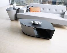 An asymmetrical, biomorphically shaped tabletop gives the Leaf series a strikingly organic, comfortable ambiance. Table Furniture, Acid Etched Glass, Modern Home Furniture, Modern Coffee Tables, Living Room Sets, Tabletop, Dining Room, Organic, Table
