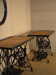 - Thousands of Pallet furniture ideas & DIY Pall.- – Thousands of Pallet furniture ideas & DIY Pallet projects! Old sewing machines transformed into dressing table - Old Sewing Machine Table, Antique Sewing Machines, Singer Sewing Tables, Singer Table, Palette Diy, Palette Table, Vintage Dressing Tables, Table Dressing, Diy Pallet Projects