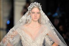 Ha comenzado la semana de nuestros sueños. Los materiales más finos, los diseñadores más cool y los vestidos de princesa invaden la capital francesa.