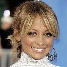 Celebrity Hairstyles: Nicole Richie and Mandy Moore Growing Out Fringe, Growing Out Bangs, Celebrity Hairstyles, Hairstyles With Bangs, Nicole Richie Hair, Best Hair Stylist, Long Bangs, Celebrity Makeup, Love Hair