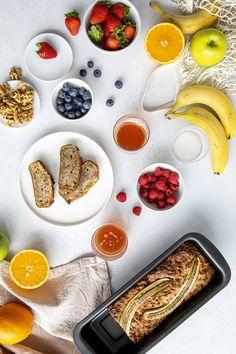 Wir haben das perfekte vegane Rezept für euch: Bananenbrot.   Für Restmengen empfiehlt sich, das Vakuumsystem FRESH & SAVE zu nutzen. Die Vakuumboxen eignen sich sehr gut für die Aufbewahrung von Lebensmitteln im Kühlschrank.   #veganesbananenbrot #vegan #bananabread #vakuum #frischhalten #frischesobst #frischefrüchte #frühstück #foodsaving #foodsaver Dessert, Fresh, Fresh Fruit, Food Storage, Twin, Sous Vide, Vegane Rezepte, Bakken, Deserts