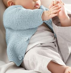 Breipatroon Vest Spool Knitting, Knitting For Kids, Baby Knitting Patterns, Baby Vest, Baby Cardigan, Brei Baby, Pull Bebe, Lana, Knitwear