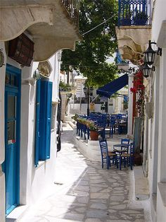Cafeneion in Pyrgos, Tinos, Greece Tinos Greece, Athens Greece, Santorini Greece, Travel Images, Travel Pictures, Dream Vacations, Vacation Spots, Places Around The World, Around The Worlds