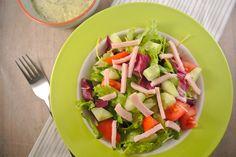 Een lekkere gezonde en simpele salade die bijvoorbeeld ideaal is voor doordeweeks en je kunt er nog van alles naar eigen smaak aan toevoegen. Bijvoorbeeld een rooduitje, wat kaas geraspt of in blokjes en pijnboompitjes. Tijd: 15 min. Recept voor 4 personen Benodigdheden: 1 zakje gemengde sla 2 eetlepels magere yoghurt 2 theelepels pesto 2...Lees Meer »