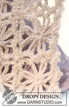 """Sea Of Flowers - Crochet DROPS shawl in """"Eskimo"""" and """"Puddel"""". - Free pattern by DROPS Design"""