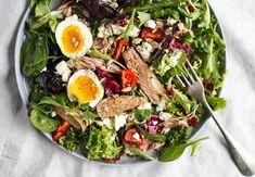 Rychlý tuňákový salát - rychlý, jednoduchý a zdravý recept | Fitrecepty.info Cobb Salad, Quinoa, Recipes, Být Fit, Fitness, Excercise, Health Fitness, Recipies