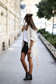 23 ideas skirt leather outfit summer black for 2019 Look Fashion, Skirt Fashion, Fashion Outfits, White Outfits, Casual Outfits, Mode Lookbook, Black Leather Skirts, Spring Outfits, Outfit Summer
