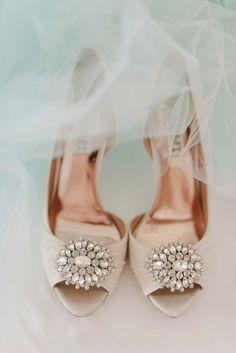 Minnie & Naoto: Romantische Schlossgarten-Hochzeit GRACE & BLUSH http://www.hochzeitswahn.de/inspirationen/minnie-naoto-romantische-schlossgarten-hochzeit/ #wedding #romantic #shoes