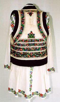 Popular Folk Embroidery Men's costume from north Moldavia, zone Valea Bistriţei Folk Embroidery, Learn Embroidery, Embroidery Patterns, Folk Clothing, Folk Festival, Folk Costume, Embroidered Blouse, Fashion History, Dance Costumes