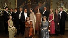 The cast of the award winning period drama Downton Abbey starring Hugh Bonneville, Dame Maggie Smith,Elizabeth McGovern, Michelle Dockery, and Laura Carmichael Downton Abbey Saison 4, Downton Abbey Costumes, Downton Abbey Series, Downton Abbey Fashion, Downton Abbey Characters, Maggie Smith, Michelle Dockery, Matthew Crawley, Robert Crawley