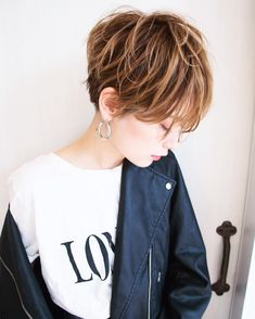 画像に含まれている可能性があるもの:1人 Short Hair Long Bangs, Choppy Hair, Short Hair Cuts, Short Hair Styles, Japan Hairstyle, Japanese Haircut, Hair Brained, Cute Hairstyles For Short Hair, Stylish Hair