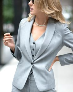 How women can pull off men's style for work Woman Shoes wearing men's shoes as a woman Fashion For Petite Women, Womens Fashion Casual Summer, Black Women Fashion, Womens Fashion For Work, Work Fashion, Spring Fashion, Urban, Fashion Over 40, Woman Shoes
