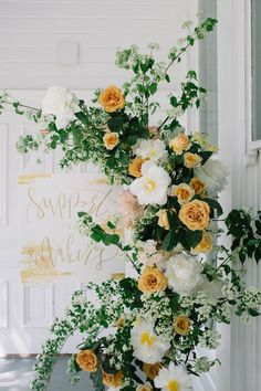 yellow wedding flowers, wedding decorations, spring weddings, green and yellow color palettes spring wedding Mustard Yellow Wedding, Yellow Wedding Flowers, Green Wedding, Yellow Flowers, Floral Wedding, Yellow Wedding Decor, Light Yellow Weddings, Mustard Flowers, Yellow Bouquets