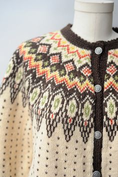 Vintage Norwegian Hand Knit Wool Sweater by recollectionla on Etsy Knitting Designs, Knitting Projects, Knitting Patterns, Vintage Sweaters, Wool Sweaters, Fair Isle Knitting, Hand Knitting, Nordic Sweater, Fair Isle Pattern