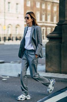 London Fashion Week Street Style Frühling 2019 - Fashion Trends for Girls and Teens Italian Street Style, Look Street Style, Spring Street Style, Street Style Women, Street Style 2018, Style Summer, Winter Style, Spring Summer, London Fashion Week Street Style