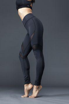 Cool leggings with diagonal mesh stripes