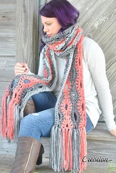 Brave the elements with this Super Crochet Scarf. This free crochet scarf pattern is a soft and bulky infinity scarf that can weather the fall and winter chill. It's a stunning piece that lends itself well to a variety of coordinating colors. Crochet Shoes, Crochet Scarves, Crochet Clothes, Scarf Knit, Knit Cowl, Knitted Shawls, Crochet Gratis, Free Crochet, Knit Crochet