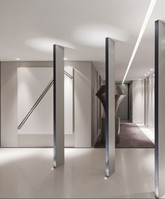 Repetition of columns, entrance of the Apartment S by Forward Architecture _ Architecture Interior -  create partitioning with our Flash Frames #architectureinterior #partitioning