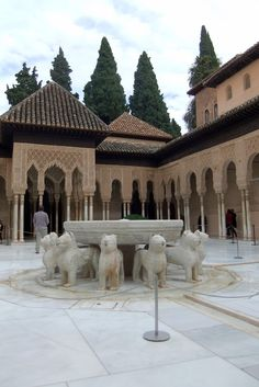Photographs of Spain: An afternoon at the Alhambra Granada by Robert Bovington *** photo: Patio de los Leones  blog post: http://bovingtonphotosofspain.blogspot.com.es/2012/11/an-afternoon-at-alhambra-granada.html#