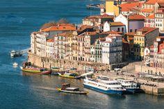 Pays du porto et du fado, le Portugal est un pays de couleurs et de saveurs. De la vallée du Douro à l'Algarve en passant par Lisbonne ou encore ses îles de Madère et des Açores, ce petit bout de terre ibérique est une invitation au dépaysement. A l'image, la vieille ville de Porto.