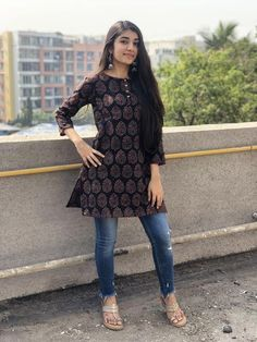 Pair it with narrow bottoms and there's your perfect work wear look. Simple Kurta Designs, Short Kurti Designs, Kurta Designs Women, Blouse Designs, Casual Indian Fashion, Kurti With Jeans, Dress Over Jeans, Dress Indian Style, Indian Dresses