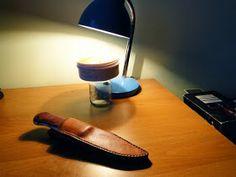 Andrzej Woronowski Custom Knives: [TUTORIAL] How to make a simple leather sheath? Diy Leather Knife Sheath, Diy Leather Holster, Leather Belt Bag, Knife Sheath Making, Knife Making, Diy Leather Projects, Leather Crafting, Sewing Leather, Custom Knives