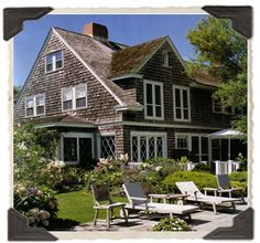 beautiful house, the Grey Gardens home as it looks today Grey Gardens House, Gray Gardens, Les Hamptons, Colonial, Beach Cottages, Historic Homes, Coastal Living, Old Houses, Curb Appeal