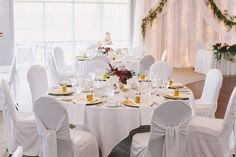 WHITE WEDDING DREAMS A sea of white.a pop of gold .luscious swag of greenery . all add up to a palate of timeless elegance. Wedding Wreaths, Wedding Reception Decorations, Wedding Centerpieces, Tent Wedding, Our Wedding, Dream Wedding, Jana Kramer Wedding, Croatian Wedding, Blooms Florist
