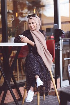 cute in my converse - Hijab+ Mode Outfits, Fashion Outfits, Modele Hijab, Hijab Look, Muslim Women Fashion, Street Hijab Fashion, Hijab Fashionista, Outfit Look, Casual Hijab Outfit