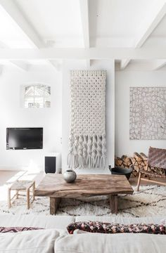 Affordable and Unique Ways to Adorn Your Walls
