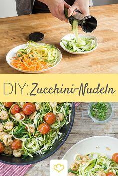 Für das perfekte Low-Carb Pastaglück brauchst du einen Spiralschneider, der aus Zucchini wunderschöne Spiralen formt! Aber welche ist der beste ?! Wir haben die gängigen Spiralschneider genauer unter die Lupe genommen! Zum Test: www.springlane.de/magazin/spiralschneider-test-wer-macht-die-schoensten-gemuesenudeln/